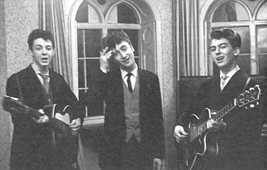 Paul McCartney, John Lennon and george Harrison as Japage 3